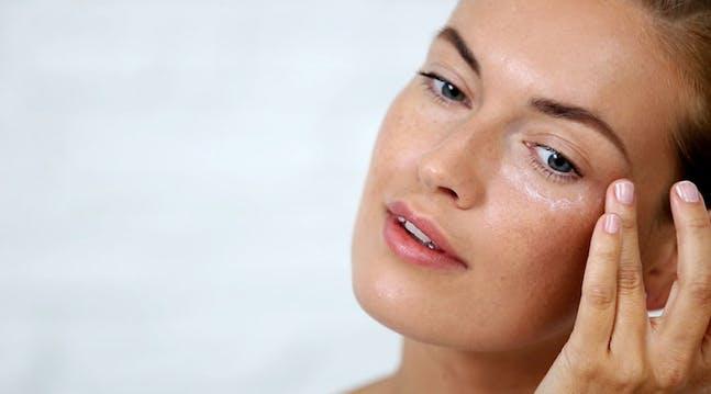 Αποτέλεσμα εικόνας για eye cream apply