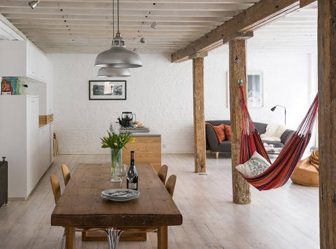 8 indoor hammocks for those lazy days purewow for Living room hammock