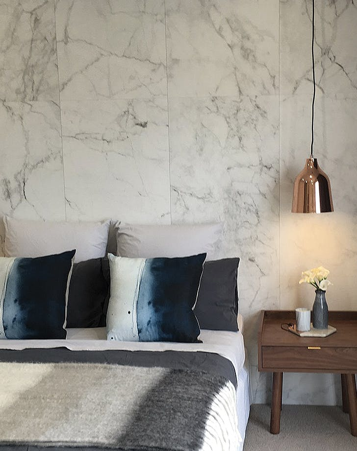 Marble Bedroom: Marble Wallpaper Home Decor Trend