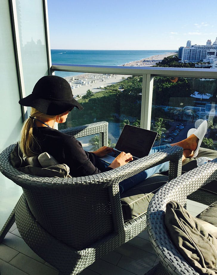 travel job freelance